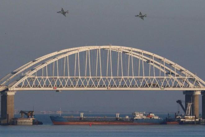 Vụ nã đạn tàu Ukraine: Mọi nỗ lực phá vỡ phong tỏa của Kiev đều sẽ bị Nga nghiền nát - Ảnh 2.