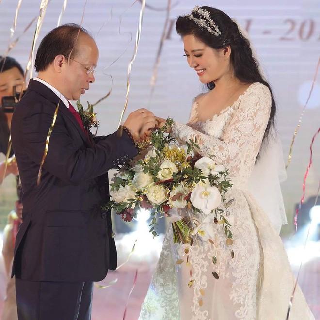 Thân thế ít biết của ca sĩ Đinh Hiền Anh - người vừa kết hôn với Thứ trưởng Bộ Tài chính - Ảnh 1.
