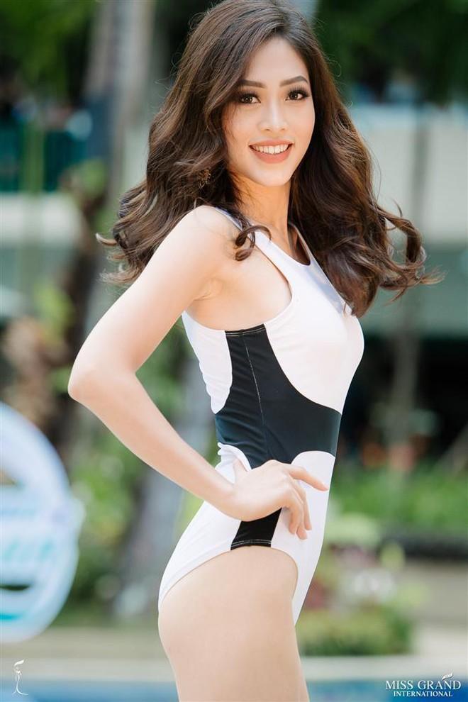 Đọ body nóng bỏng khi diện bikini của 6 nàng hậu Vbiz trên đấu trường quốc tế 2018 - Ảnh 14.