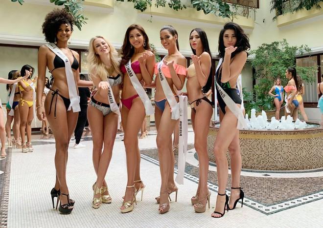 Đọ body nóng bỏng khi diện bikini của 6 nàng hậu Vbiz trên đấu trường quốc tế 2018 - Ảnh 7.