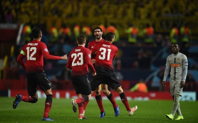 """""""Cứu tinh"""" lên tiếng, Man United vượt qua vòng bảng trong tột cùng sợ hãi"""