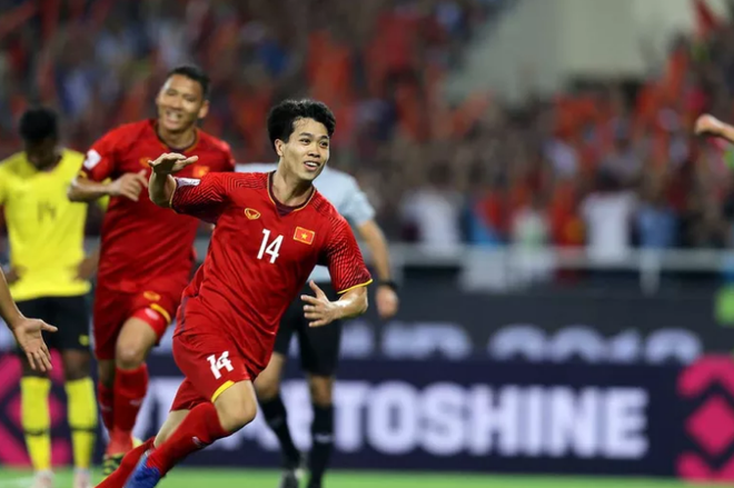 Công Phượng - Quang Hải lọt top 5 tiền vệ xuất sắc nhất vòng bảng AFF Cup - Ảnh 2.
