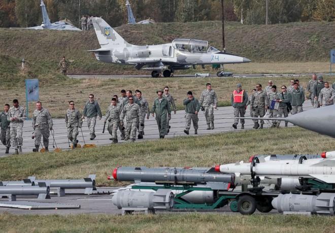 Nga thẳng tay đâm húc, nổ súng: Ukraine cầu được ước thấy cú phản đòn mạnh chưa từng có - Ảnh 2.