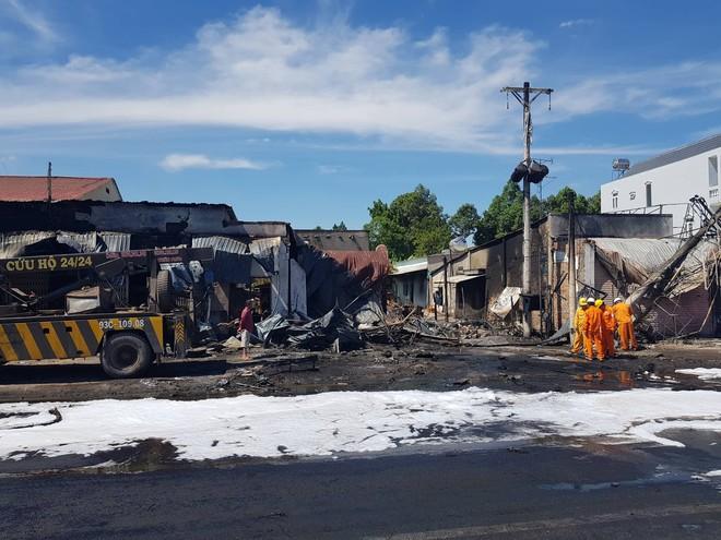Khởi tố vụ xe bồn chở xăng cháy làm 6 người chết ở Bình Phước - Ảnh 2.