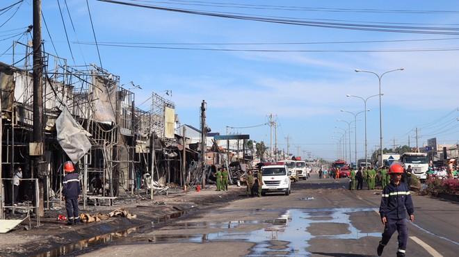 Khởi tố vụ xe bồn chở xăng cháy làm 6 người chết ở Bình Phước - Ảnh 1.