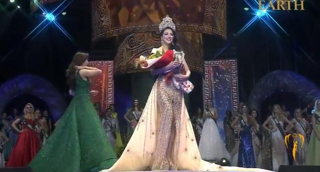 Nhan sắc nóng bỏng của mỹ nhân vừa đăng quang Hoa hậu Trái đất, đem vinh quang về cho Việt Nam - Ảnh 1.