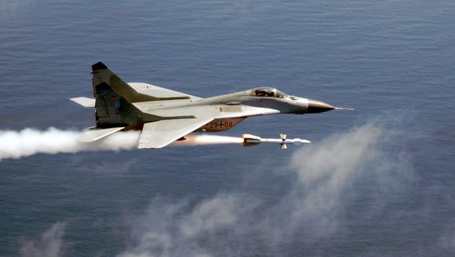 F-15 Mỹ bị lừa vẫn lật ngược thế cờ bắn hạ tiêm kích MiG-29: Trận không chiến nảy lửa - Ảnh 2.