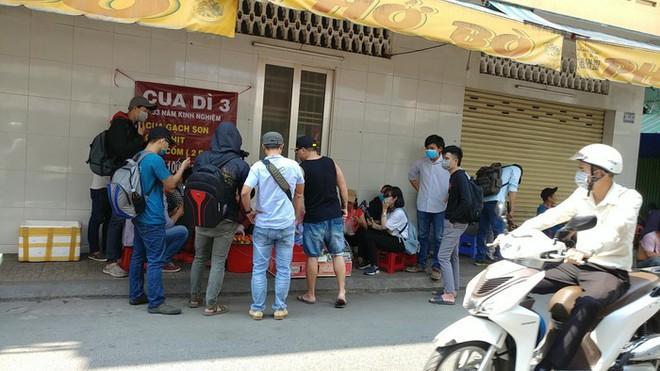 Mâm cua Dì Ba đình đám, người Sài Gòn tranh nhau mua bất ngờ ế ẩm, hé lộ chi tiết bất thường - Ảnh 1.
