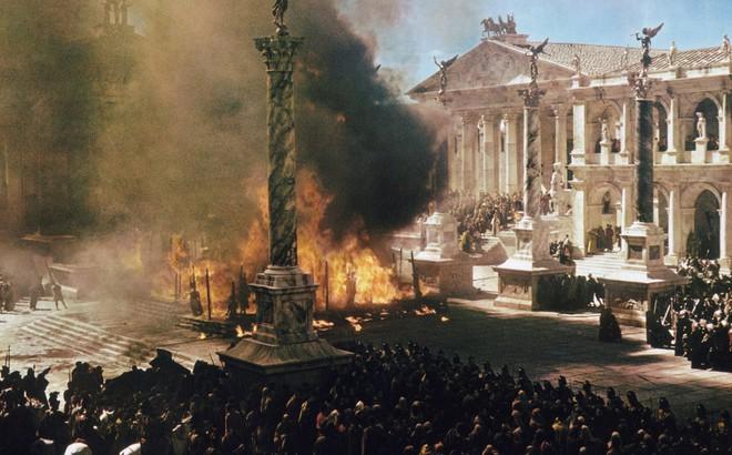 """""""Đế chế"""" Mỹ sẽ lụn bại dưới tay TT Trump vì cuộc khủng hoảng từng xóa sổ đế quốc La Mã?"""