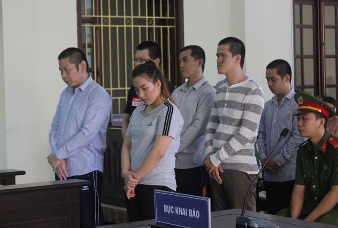 Nhóm người nước ngoài đặt thiết bị đọc trộm thẻ ATM, rút trên 1,7 tỷ đồng - Ảnh 1.