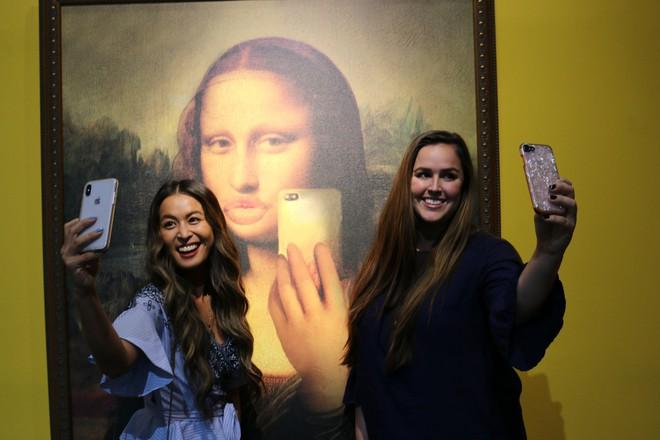 Hollywood xây luôn cả thánh đường sống ảo cho những người nghiện chụp ảnh selfie - Ảnh 1.