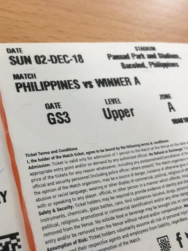 Trong khi fan Việt khốn khổ vì phe vé, BLV Philippines mang 20 vé AFF Cup đi tặng miễn phí - Ảnh 1.