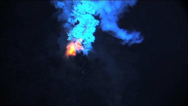 Trái Đất bị 1 đợt sóng bí ẩn tấn công: Nhà khoa học điên đầu truy tìm nguồn gốc - Ảnh 2.