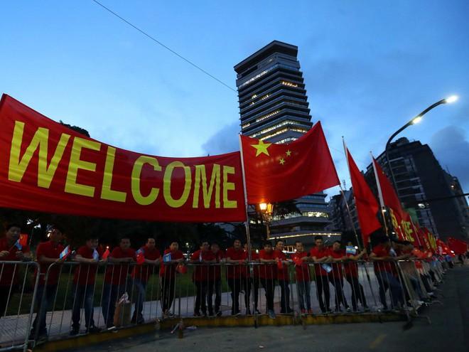G20 Argentina: Ông Tập Cận Bình được đón tiếp rầm rộ còn TT Donald Trump thì không - Ảnh 10.