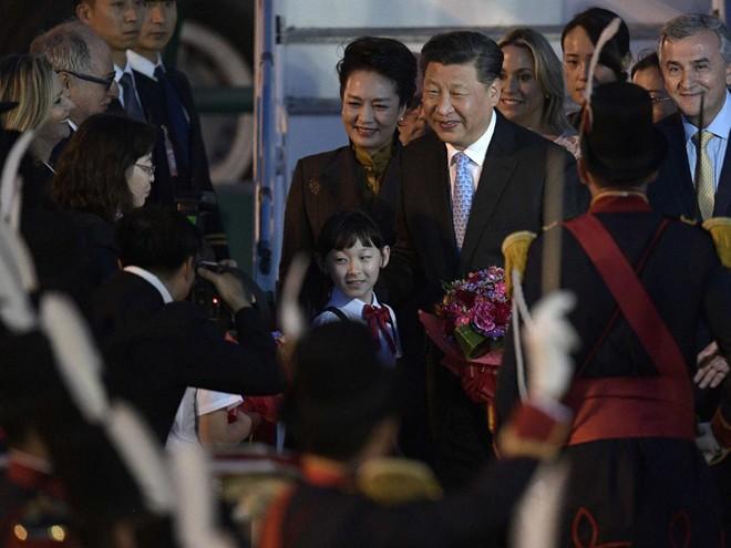 G20 Argentina: Ông Tập Cận Bình được đón tiếp rầm rộ còn TT Donald Trump thì không - Ảnh 8.