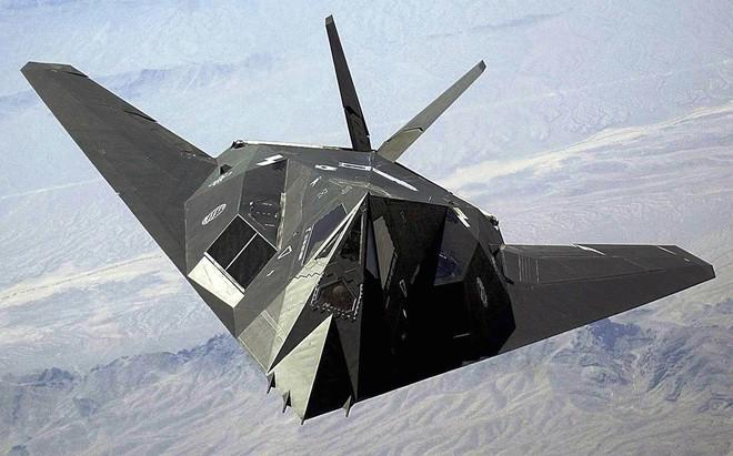 F-117 gãy cánh ở Serbia: Bóng Ma cũng phải gục ngã trước tên lửa Nga - Ảnh 2.