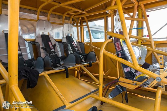 """VIDEO: Siêu xe buýt """"chất lừ"""" chạy bằng động cơ phản lực - Ảnh 2."""