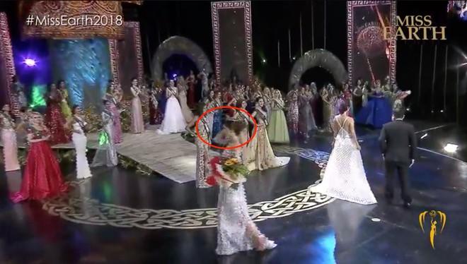 Khác với Phương Khánh, Hoa hậu Mexico gặp sự cố hài hước ngay khi được trao vương miện - Ảnh 5.