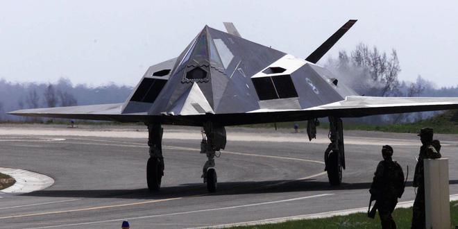 F-117 gãy cánh ở Serbia: Bóng Ma cũng phải gục ngã trước tên lửa Nga - Ảnh 1.