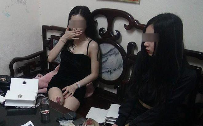 Hai 'hotgirl' có tiếng ở Huế chạy xe đầu trần, tàng trữ ma túy