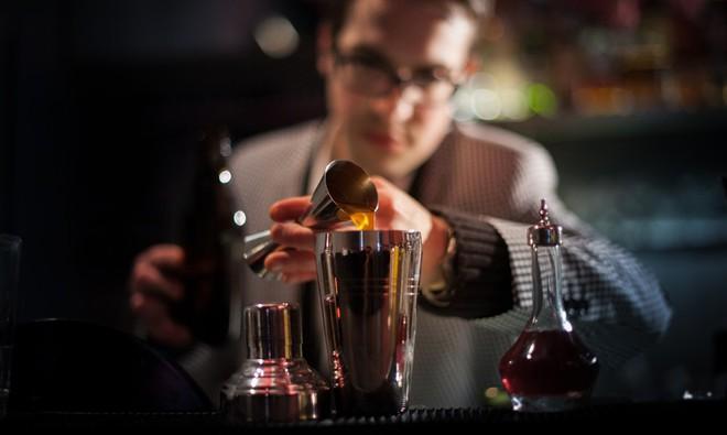 Hé lộ mánh uống rượu ngàn ly không say của giới điệp viên Nga - Ảnh 2.
