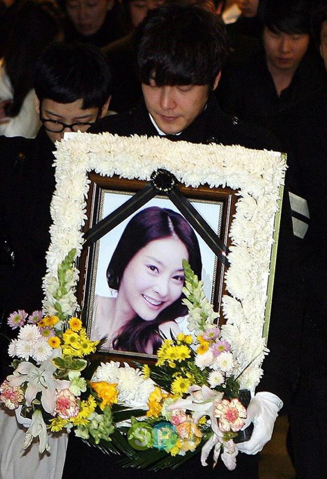 Ngoài Lam Khiết Anh, nhiều mỹ nhân châu Á bị lạm dụng đến tự sát - Ảnh 8.