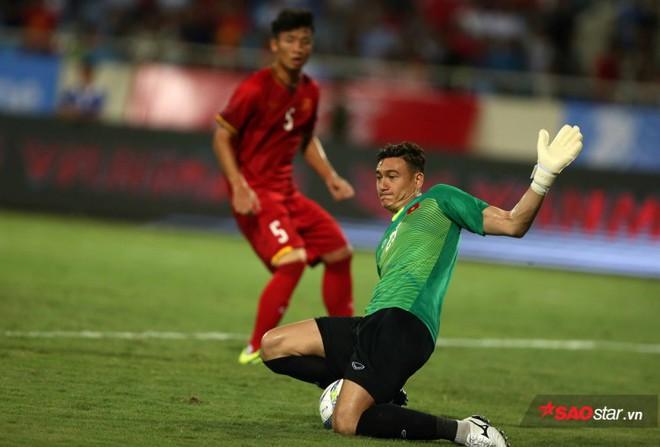 Thủ môn Đặng Văn Lâm là bạn thân của đội trưởng tuyển Lào - Ảnh 1.