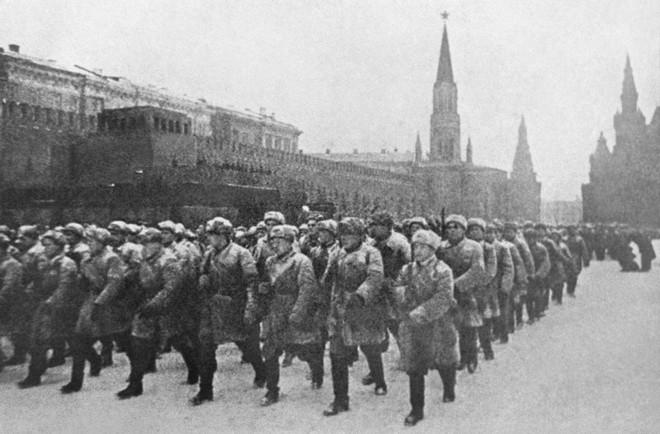 Âm mưu đánh chiếm Matxcơva và bắt sống Stalin của Hitler bị đổ bể thế nào? - Ảnh 1.