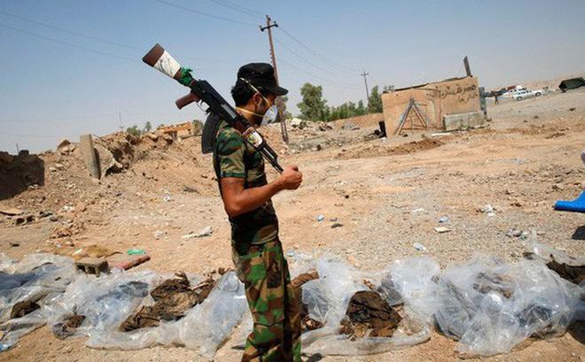 Phát hiện các mộ chôn 12.000 thi thể nạn nhân của IS