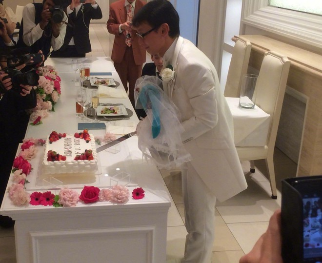 Một thanh niên Nhật Bản 35 tuổi vừa kết hôn với nữ danh ca ảo đình đám Hatsune Miku - Ảnh 3.