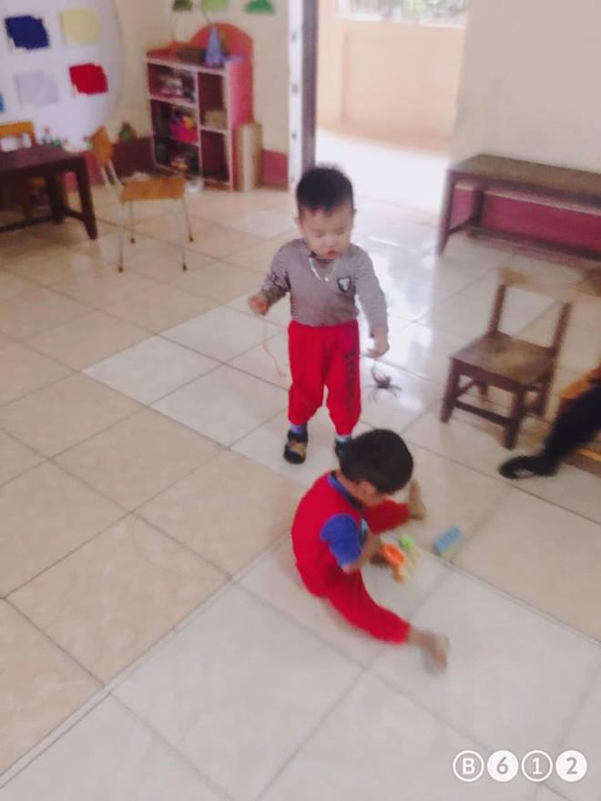 Buộc dây, mang pet yêu đến lớp, cậu bé 3 tuổi khiến cô giáo giật mình bối rối - Ảnh 2.