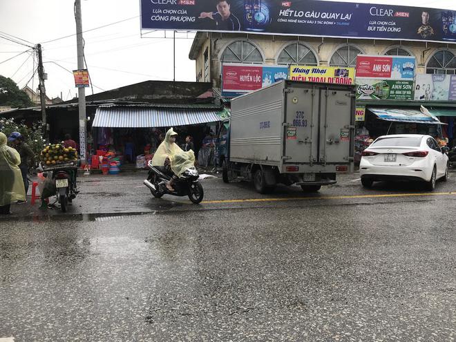 Vụ chặt tay tài xế ô tô: Đã bắt được hung thủ là người đi xe máy - Ảnh 2.