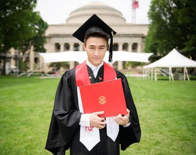 Con trai Vua sòng bài Macau: Đánh bại 100 thiên tài toán học Trung Quốc, yêu siêu mẫu Victoria Secret - Ảnh 3.