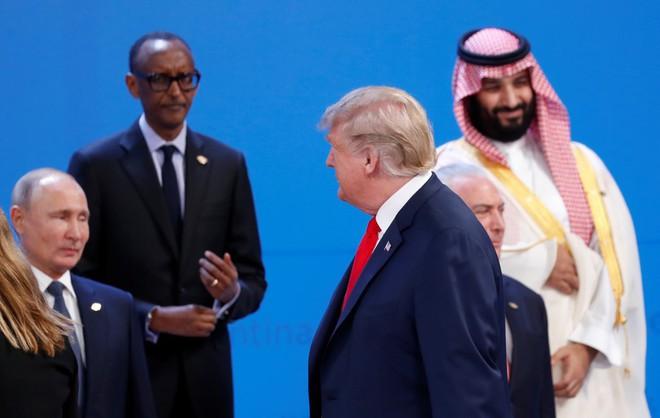G20 Argentina: Khoảnh khắc đắt giá gặp nhau làm ngơ của hai ông Trump-Putin - Ảnh 1.