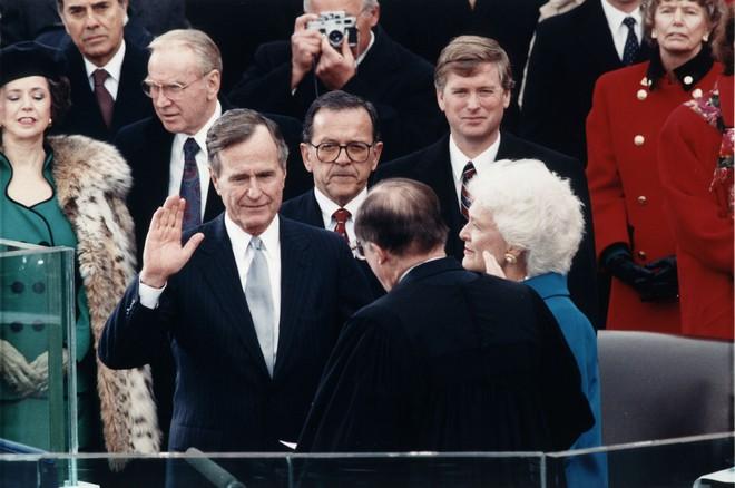 Cựu Tổng thống Mỹ George H.W. Bush qua đời ở tuổi 94 - Ảnh 2.