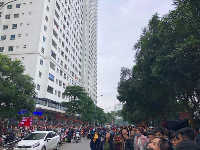 Cháy tại tầng 31 ở chung cư HH Linh Đàm, cư dân hoảng loạn - Ảnh 3.