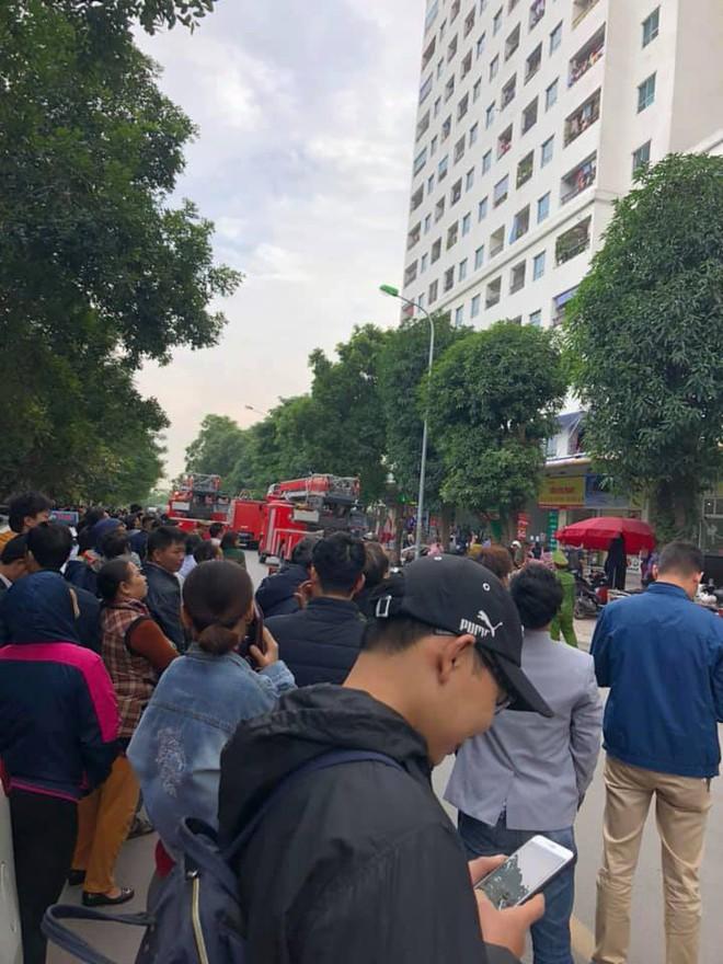 Cháy tại tầng 31 ở chung cư HH Linh Đàm, cư dân hoảng loạn - Ảnh 4.
