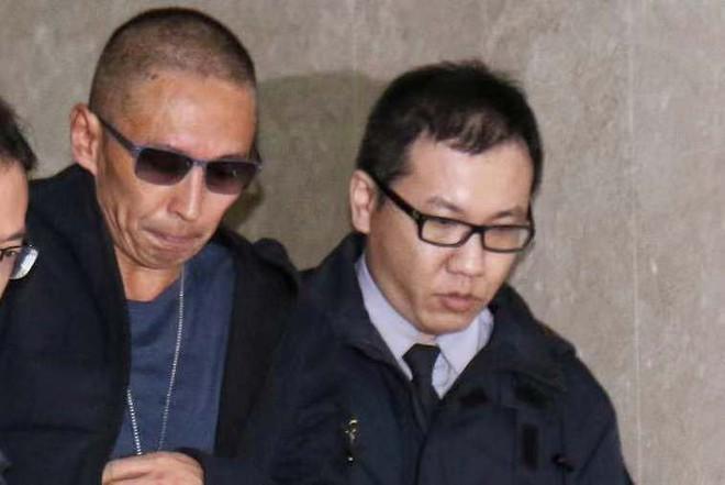 """Nộp hơn 1 tỷ tiền bảo lãnh, tài tử """"Bao Thanh Thiên"""" được về nhà sau scandal cưỡng hiếp - Ảnh 2."""