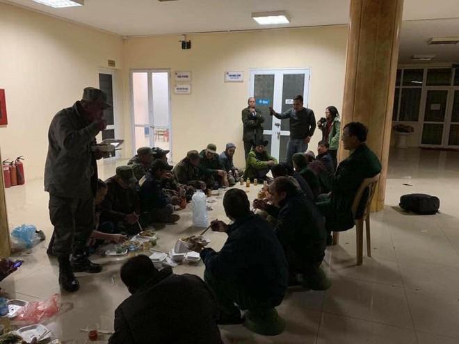 Xưng thương binh, cố thủ đòi mua vé, ăn nhậu ngay tại trụ sở VFF - Ảnh 4.