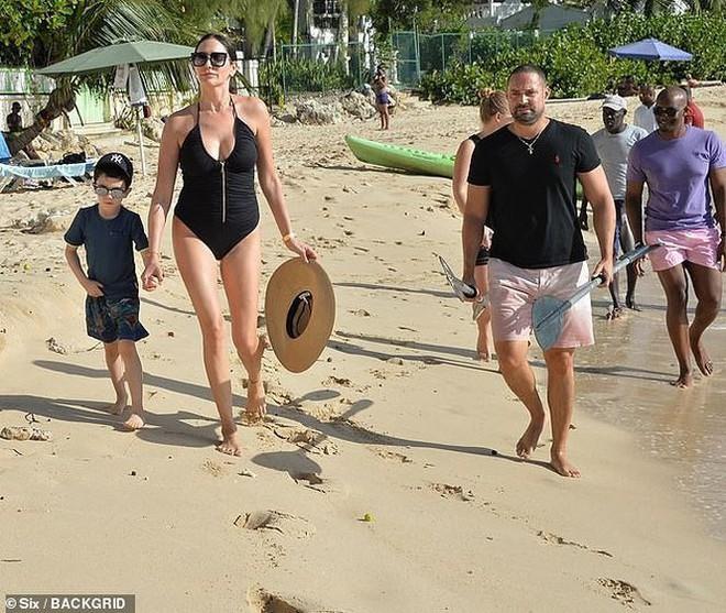 Vợ ông trùm giải trí Simon Cowell khoe body nóng bỏng mắt   - Ảnh 7.