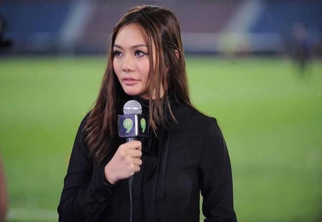 Bỏng mắt ngắm dàn bạn gái là MC, diễn viên của tuyển Malaysia - Ảnh 9.