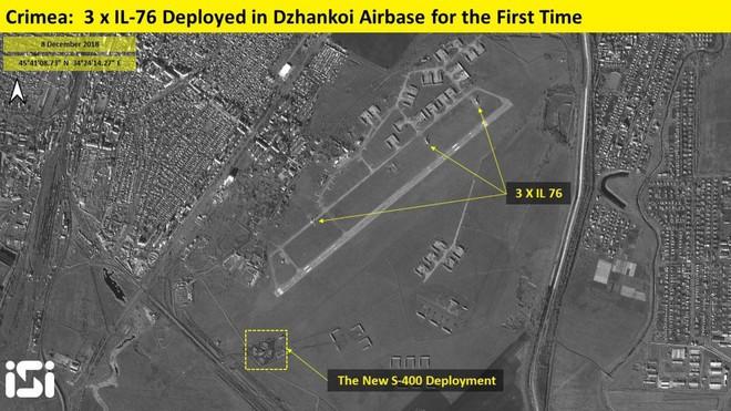 Nga rầm rộ chuyển quân cả bằng đường không và đường bộ đến Crimea: Căng như dây đàn - Ảnh 1.