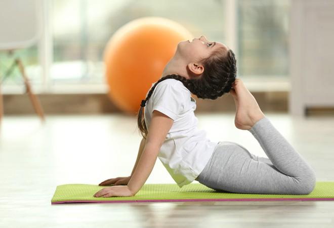8 lợi ích tuyệt vời của Yoga cho trẻ em: Sự thay đổi tuyệt vời từ thể chất đến tâm trí - Ảnh 3.