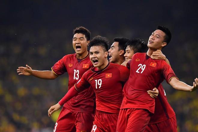 CĐV châu Á hết lời khen Việt Nam chơi hay, chê Malaysia đá sân nhà nên chơi xấu - Ảnh 1.