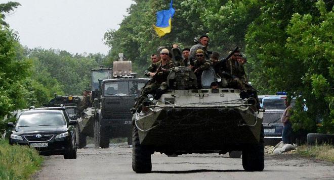 Ukraine rầm rộ điều vũ khí và quân đội về miền Đông: 3 ngày nữa, Donbass sẽ có biến lớn? - Ảnh 2.