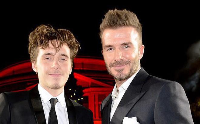Brooklyn vừa già trước tuổi vừa nhạt nhòa khi đứng cạnh bố Beckham quá điển trai trên thảm đỏ