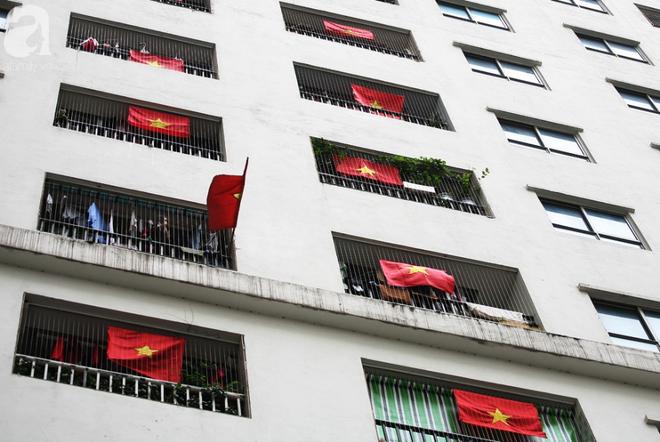 Trước thềm chung kết AFF, cờ đỏ sao vàng nhuộm cả một góc Linh Đàm, chỉ nhìn thôi đã thấy khí thế rợp trời - Ảnh 10.