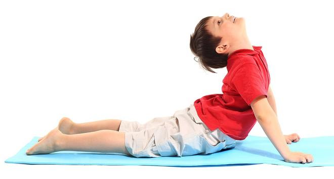 8 lợi ích tuyệt vời của Yoga cho trẻ em: Sự thay đổi tuyệt vời từ thể chất đến tâm trí - Ảnh 4.