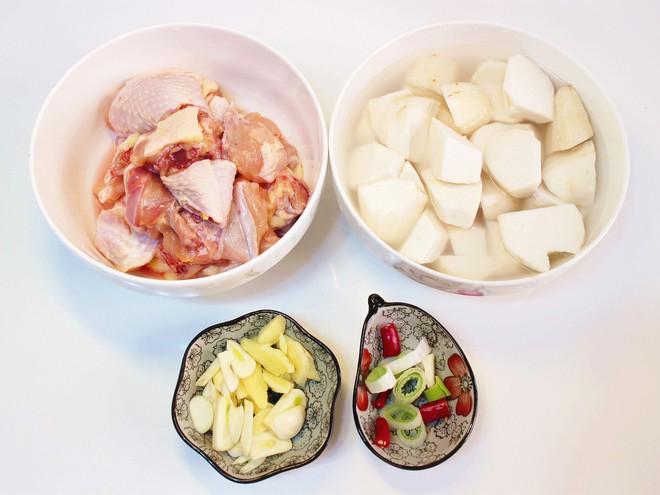 Món ăn giản dị từ thịt gà này là món không thể thiếu trong gia đình tôi vào mùa đông - Ảnh 1.