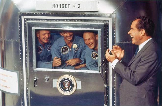 Bí mật cuộc đổ bộ Mặt Trăng đầu tiên của NASA: Kịch bản ám ảnh phi hành gia thứ 3 - Ảnh 5.